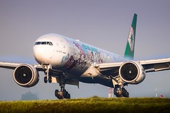 CDG - Boeing 777-35EER (B-16703) EVA Airways (Shooting Flight) Tags: hello kitty sanrio family livery cdg lfpg aéropassion airport aircraft airlines aéroport atterrissage aviation avions approche approach 777 77735eer b777 b77735eer b16703 eva airways air boeing canon 6d photography photos passage paris parisroissycharlesdegaulle natw ponta1 triple7 landing ge90 piste touch