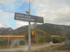 318 (en-ri) Tags: saint jean de maurienne francia france sony sonysti monutains monti montagne cielo sky panorama landscape verde azzurro train treno finestrino