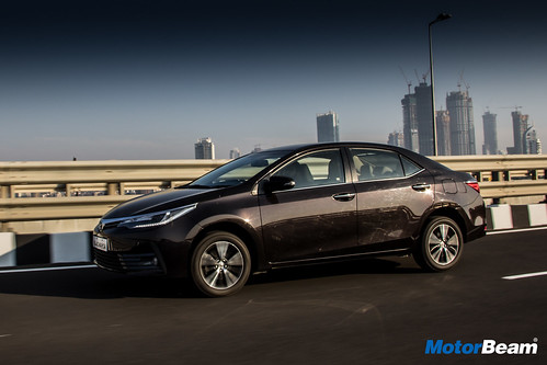 2017-Toyota-Corolla-Altis-2