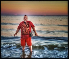 10/24/17 - Sunset on Coligny Beach, Hilton Head Island, SC (Chillycub) Tags: october 2017 vacation trip hdr hiltonheadisland southcarolina hiltonheadsc colignybeach beach ocean water sand sunset nature me selfportrait dave chillycub gay bear cub