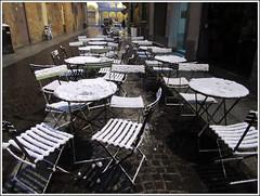Nessun cliente. (Maulamb) Tags: tavolini sedie neve