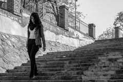 Al final de la escalera (AS Marcos) Tags: bw people gente social escaleras stairs street girl women monochrome