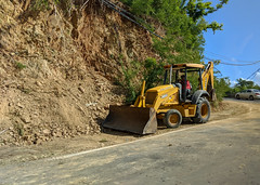 Clearing the road (ep_jhu) Tags: 7d street hurricanemaria puertorico pr maria damage cleaning carrera road construction recovery island pixel2 equiment canon yellow bulldozer google