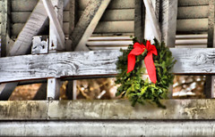 Wreath on the Bridge (Jen_Vee) Tags: knox bridge wreath green red bow wood weathered parks valleyforge memorial historic philanderchaseknox valleycreek yellowsprings chestercounty winter holiday christmas cold hdr