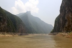Qutang Gorge (oxfordblues84) Tags: qutanggorge oat overseasadventuretravel peoplesrepublicofchina china victoriacruises victoriajenna victoriajennacruise yangtzerivercruise yangtzeriver rivercruise river riverboatcruise gorge threerivergorges cruise mountains sky clouds cloudy trees mountainside 5photosaday