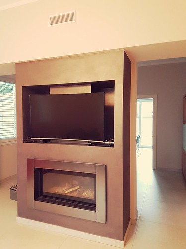 MC 90/44 con cornice Easy e nicchia TV in cartongesso