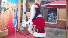 Disneyland Paris Video Stills (Elysia in Wonderland) Tags: disneyland paris disney theme park france holiday elysia competition win attractiontix lucy meryn pete video stills goofy christmas character santa november 2017