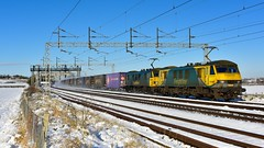 Taking the juice (legomanbiffo) Tags: railway snow atherstone dordon wcml 90049 90046 90 class freightliner