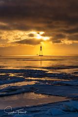 Bouée (www.sophiethibault.ca) Tags: bouée canada ciel coucherdesoleil eau fleuve glaces lacstlouis lachine québec