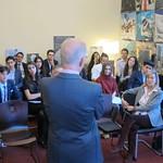 Encuentro en la Embajada de jóvenes Alumni de programas de intercambio thumbnail