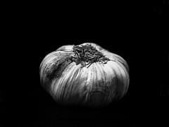 garlic in black and white (-liyen-) Tags: activeassignmentweekly bw blackandwhite garlic stilllife blackbackground kitchen food fujix100f bestofweek1