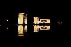 Templo de Debod - Madrid (leal.fellipe) Tags: espanha madrid debod templo egito reflexo água nikon nikond7000 nikonflickraward noite céu museu