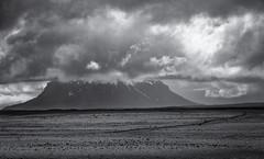 Lonely Driver (inmyeyespictures) Tags: island iceland katla berg rock mountain strase street gravel wolken clouds fujifilm xt2 schwarz weis black white fujinon xf 50 140 28