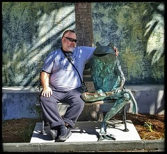10/26/17 - South Carolina Aquarium, Charleston, SC (Chillycub) Tags: october 2017 vacation trip hdr charleston southcarolina aquarium frog statue prince me dave chillycub gay bear cub selfportrait goofy