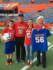 2016_T4T_University of Florida 87 (TAPSOrg) Tags: taps tragedyassistanceprogramsforsurvivors teams4taps gainesville florida universityofflorida football collegefootball salutingthosewhoserve survivors 2016 military vertical redshirt footballfield family group posed boy kid child girl teen male woman jersey helmet outdoor