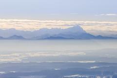 Scratch The Clouds (Aerial Photography) Tags: by gap obb 04012010 1ds37995 alpen alpengipfel alpenpanorama alps berg berge dunst fotoklausleidorfwwwleidorfde grainau himmel horizont landschaft luftaufnahme luftbild schnee stimmung winter wolken zugspitze aerial clouds landscape mood mountain nature outdoor sky snow