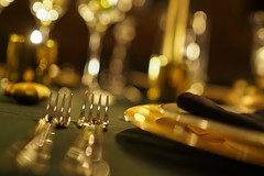 ready for dinner (Blende1.8) Tags: dinner table christmas festlich festlichetafel abendessen gabeln besteck fork forks details bokeh glanz glänzend lichter lights mood stimmung solemnly festive cutlery flatware dishes gold golden carstenheyer tisch tischdeko decoration sony alpha ilce7rm2 a7rii a7r2 emount samyang 50mm home heim zuhause gedecktertisch