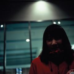 Pent (Yosh the Fishhead) Tags: rollei rolleiflex rolleiflexautomat rolleiflexautomatmx film filmphotography carlzeiss carlzeissjena tessar carlzeissjenatessar carlzeissjenatessar75mmf35 square squareformat mediumformat 6x6 slide slidefilm fujifilm fujichrome velvia velvia100 rvp100 portrait dof bokeh girl woman tokyo japan