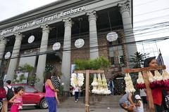 lei (DOLCEVITALUX) Tags: lei garlandofflowers garland flowergarland flower church people vendors philippines lumixlx100 panasoniclumixlx100