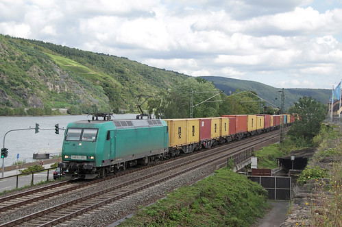 20170819 CR 145 096 + containers, Oberwesel