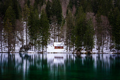 Laghi di Fusine (_gate_) Tags: laghi di fusine tarvis italy tarvisio italia house winter mangart mount mt julian alps alpen italien weisenfelser seen lake see ice cold sunset sun down nature mountains frozen eis nikon d750 upgrade 20mm afs 18g ed landscape landschaft 2016 2017 holiday christmas weihnachten europe eu bella schön wasser schnee boot berg baum himmel wald meer 85mm inferior