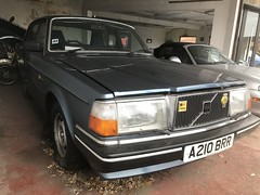 Volvo 244 (Sam Tait) Tags: volvo 240 244 gl l s se ble 1983 80s classic retro cool beautiful car blue aa badge grill