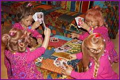 Hier wird aufgetrumpft ... (Kindergartenkinder) Tags: kindergartenkinder annette himstedt dolls sanrike tivi annemoni milina karten kartenspiel