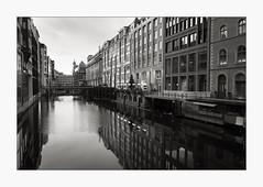 Alsterfleet (Johannes Wachter) Tags: deutschland wasser spiegelung kanal architektur stadtlandschaft hamburg reflexion fleet germany architecture canal urbanlandscape water
