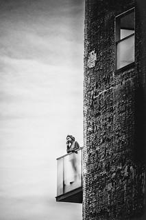 Pôvre Roméo..... Juliette habite au 15ème étage d'une tour.... Plus possible de lui clamer son amour de vive voix.....