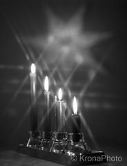 Christmas lights, Norway (KronaPhoto) Tags: 2017 bnw bw monochrome light lys jul julelys christmas candle starinlys advent star stjerne julestjerne dof bokeh canon filter sparkling glitre