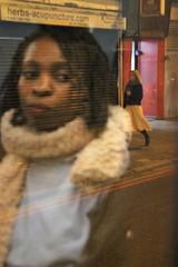 Riflessi (alessandro nicomedi) Tags: donna ritratto londra riflessi città canon d600 strada sguardo street