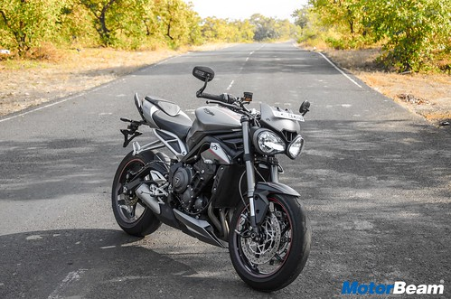 Triumph-Street-Triple-RS-03