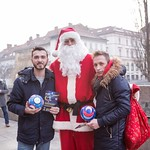 Božična promocija v Ljubljani. Božiček, paličici in nzs maskota Trigi. UEFA Futsal EURO 2018.