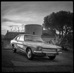 Capri Sunrise I (*altglas*) Tags: mediumformat mittelformat 6x6 120 film analog expired expiredfilm orwonp20 bw monochrome zeiss superikonta carnoux classiccar oldtimer fordcapri