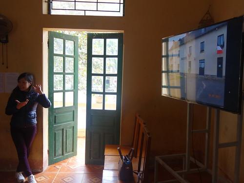 Yen notre traductrice explique qu'il s'agit de la mairie de Gévezé.