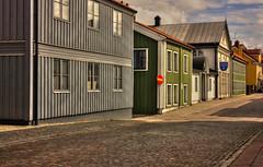 IMG_7292_3_4_tonemapped-1 (Andre56154) Tags: schweden sweden sverige haus house gebäude building holzhaus västervik himmel sky wolke cloud strasse road