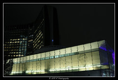 2018.01.02 La Défense by night 21 (garyroustan) Tags: paris france french iledefrance ile island building architecture ville ciudad city nuit night light color noche noel christmas navidad fetes fete feliz joyeux defense