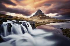 Kirkjufell Islande (EtienneR68) Tags: landscape colors eau hills montagne mountain nature paysage sunset water waterfall kirkjufell marque nikon pays iceland islande type longexposure
