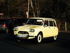 Citroën Ami 8 Break Amboise 15-12-17b (mugicalin) Tags: fujifilm fujifilmfinepix fujifilmfinepixs1 s1 finepixs1 yellowcar frenchcar classiccar twincylinder tweelingcilinder citroën citroëncar citroënclassic boxer boxermotor break stationwagon combi estate