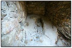 Sepultures medievals al Carrer Major, Pals (el Baix Empordà) (Jesús Cano Sánchez) Tags: elsenyordelsbertins canon eos20d efs1022 catalunya cataluña catalonia gironaprovincia emporda ampurdan baixemporda bajoampurdan pals romanic romanico romanesque catalunyaromanica catalunyamedieval middleages