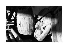 spot ;/) (schyter) Tags: kiev20 arsenal slr sovietcamera mc helios81h 253 soviet lens lightmeter onboard analogica analogic film pellicola bw bn bianconero blackwithe 135 35mm rollei rpx100 adox adonal 125 tank ap compact homemade development scanned epson v600 basiasco lodigiano lodi macro legno