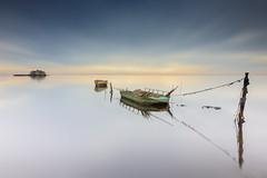 Barcas (Txeny4) Tags: delta del ebro tarragona cataluña nisi nd lucroit raymaster degradado inverso calma agua cielo larga exposicion diurna reflejos canon 80d txeny4