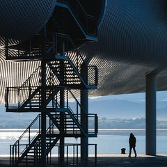 Renzo Piano. Centro Botin #41 (Ximo Michavila) Tags: renzopiano ximomichavila santander centrobotin cantabria spain architecture archdaily archiref archidose abstract stairs geometric museum shadow blue metal silhouette square 11 people sea water mountains landscape reflection
