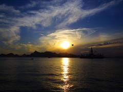Sunset na entrada da Baía da Guanabara - Gragoatá, Niterói, RJ. (Antonio_Dourado) Tags: canon canonsx50hs canonpowershotsx50hs canonsx50 canonpowershotsx50 canonpowershot riodejaneiro brasil digital baíadaguanabara niterói pôrdosol powershot sunset clouds céu sky gragoatá