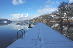 Meine Spuren im Schnee (eulenbilder) Tags: schnee see wolken wasser eis aussicht millstättersee