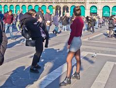 Bitte lächeln! / Smile, please! # 1 (schreibtnix on 'n off) Tags: reisen travelling italien italy mailand milan dom cathedral domplatz piazzadeduomo menschen people fotografieren takingpictures bittelächeln smileplease olympuse5 schreibtnix