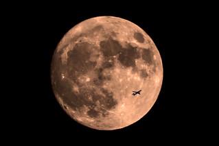 Luna con avión