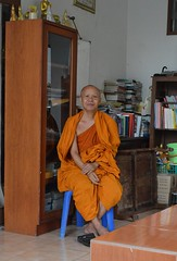 obliging monk, obliging photographer (the foreign photographer - ฝรั่งถ่) Tags: obliging monk seated room books buddha images wat prasit mahathat bangkhen bangkok thailand buddhist temple house nikon d3200