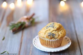 Muffin di farro con pecorino al pepe e nocciole