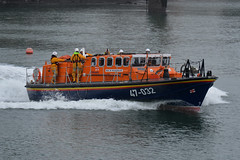 47-032 RNLB Sir William Hillary, Douglas 24/12/17 (David K- IOM Pics) Tags: rnli royal national lifeboat institution tyne class boat 47032 douglas rnlb sir william hillary